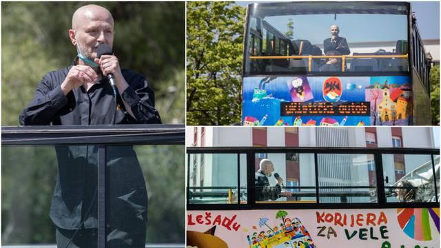 Oduševio građane: Urban je iz autobusa  pjevao Riječanima...