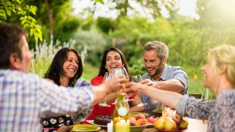 Pošaljite recept za marinadu i osvojite poklon paket Vezak vina za roštiljanje s ekipom!