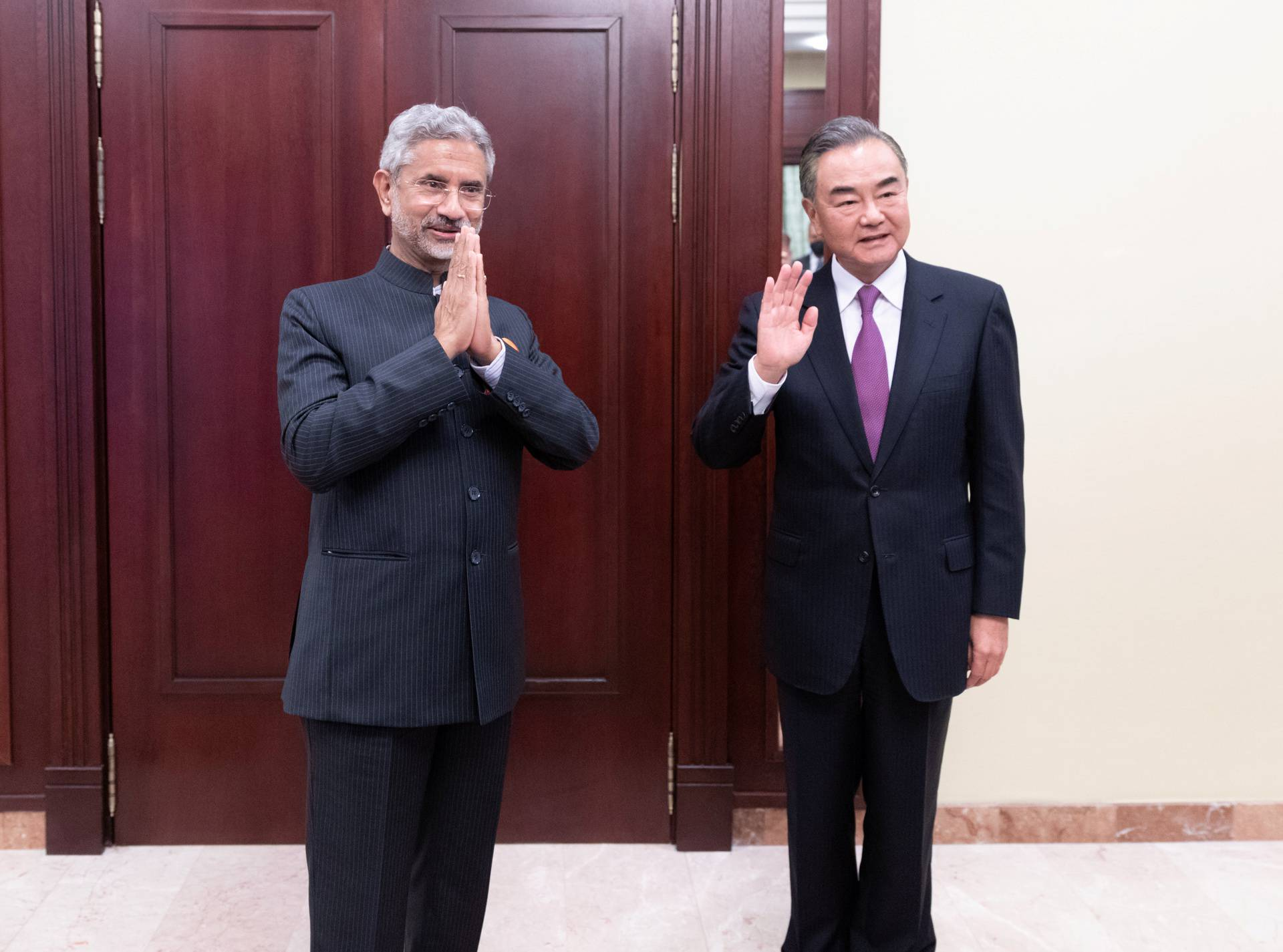 Chinese State Councilor and Foreign Minister Wang meets Indian Foreign MinisterJaishankar in Moscow