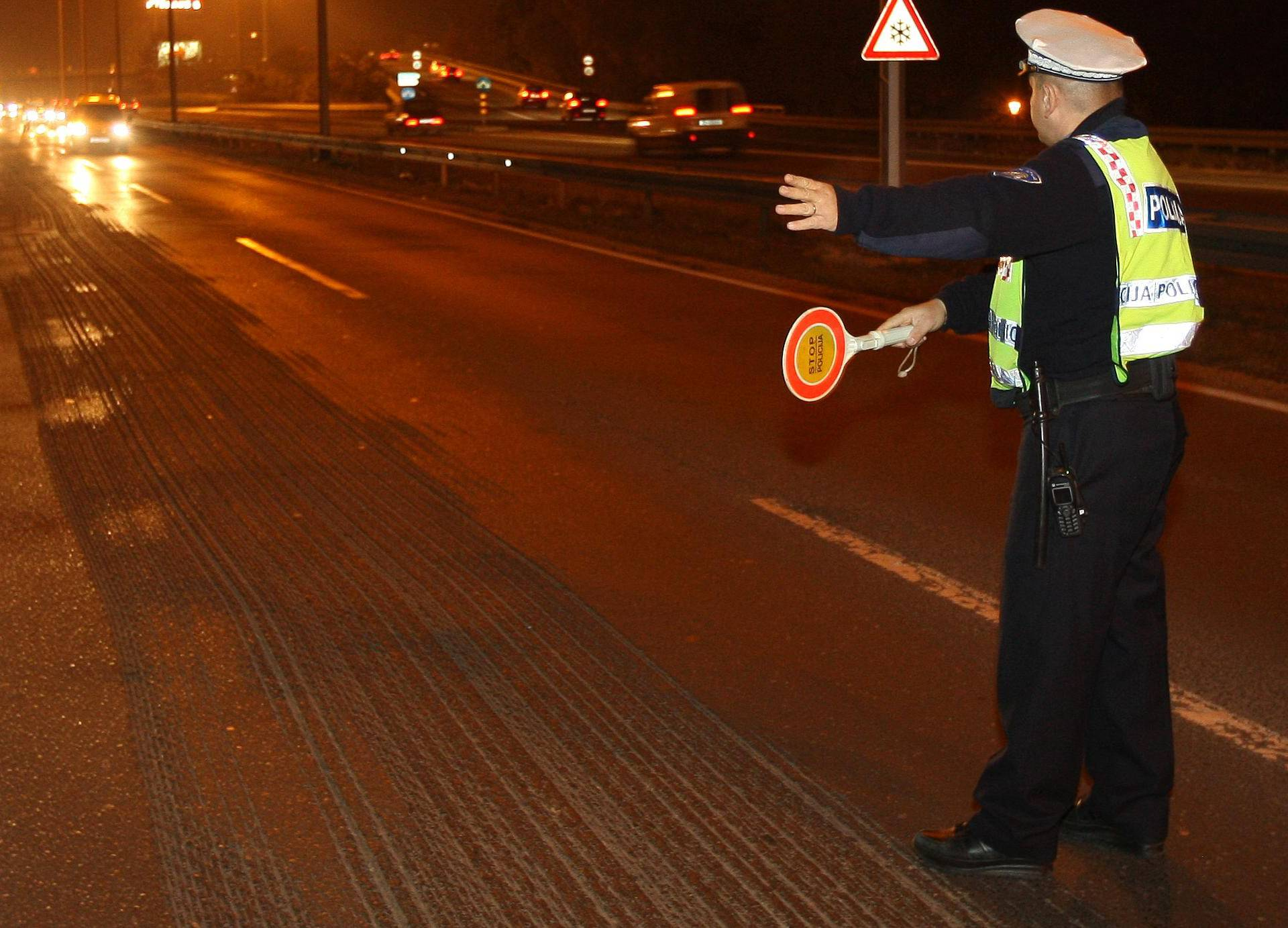 Mladić (24) vozio pijan: Nema još ni položen vozački ispit...