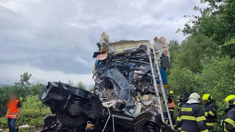 Užas u Češkoj: U sudaru vlakova poginulo troje, deseci ozlijeđeni