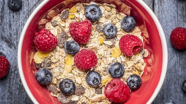 Nemate vremena za doručak? Za zdravije srce jedite borovnice i slanutak, a pripremite ih brzo