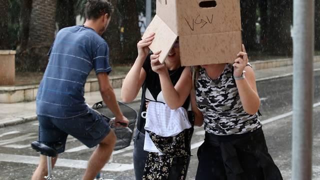 Kad te pljusak iznenadi i kutija preko glave je dobra zaštita