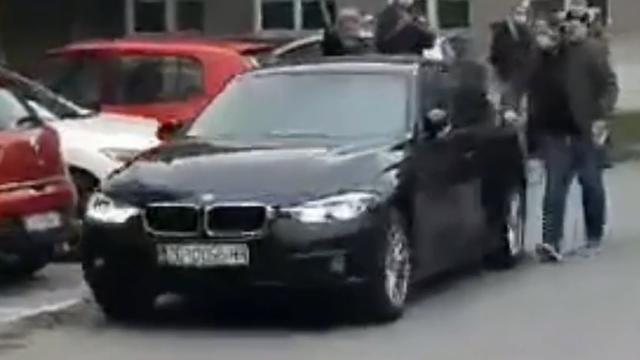 'Žena je uletjela na parking kod Doma zdravlja, udarila tri auta, svađala se sa svima i pobjegla'