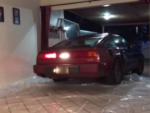 S mužem se kladila da auto ne ide u dnevnu sobu - i izgubila