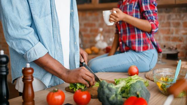 Naš brak je malo drugačiji: 'On kuha za nas, a ja gledam sport'