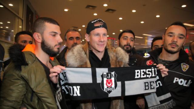 Ludnica u Turskoj! Domagoja Vidu dočekalo tisuću navijača