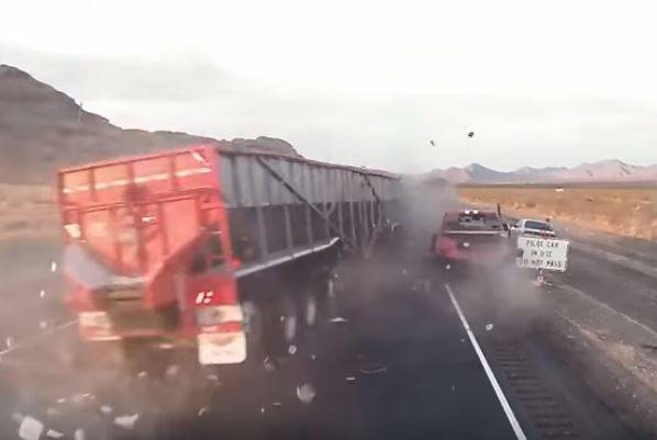 Uznemirujuće: Vozač kamiona zaspao i zabio se u automobile