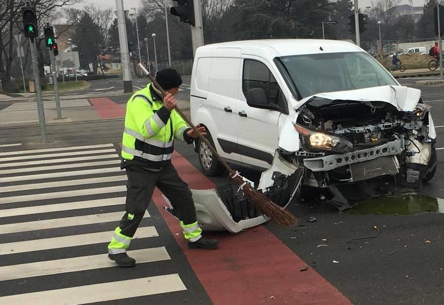 Kod Lisinskog se sudarili automobil i ZET-ov autobus