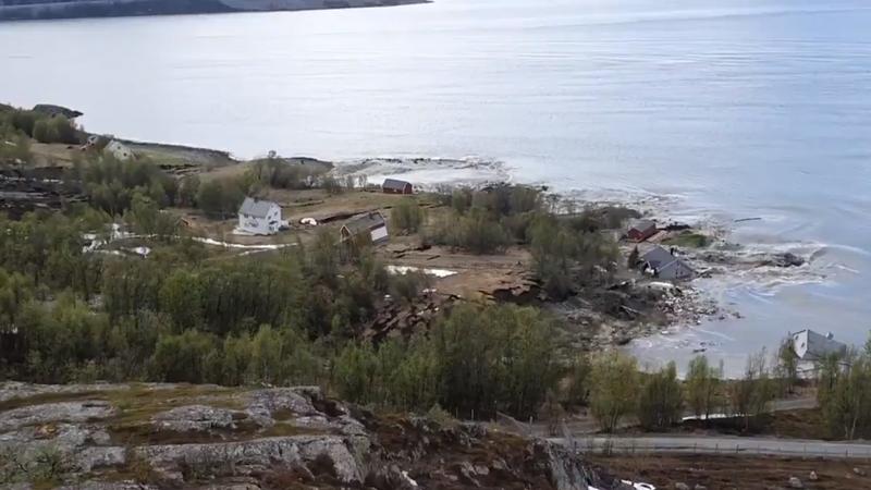 Moć prirode: Zastrašujuć video otkrio trenutak kad je val blata odvukao osam kuća u more…