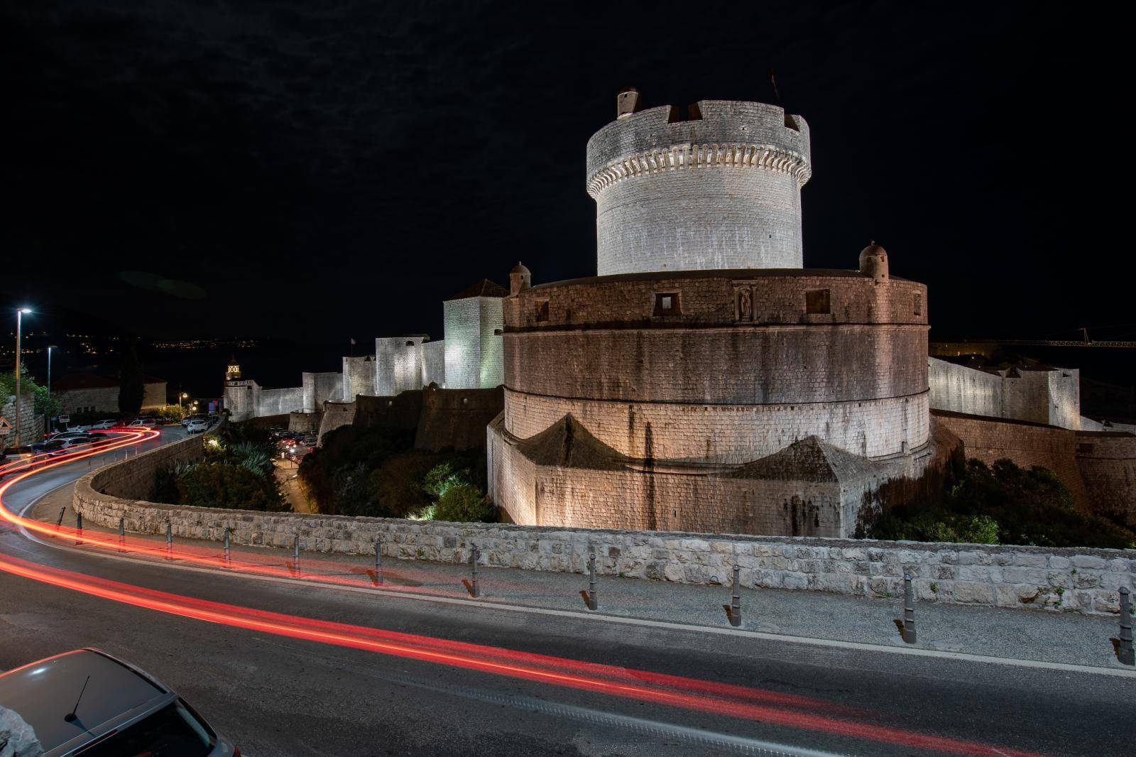 Dubrovačke zidine u mraku povodom Earh Hour 2021