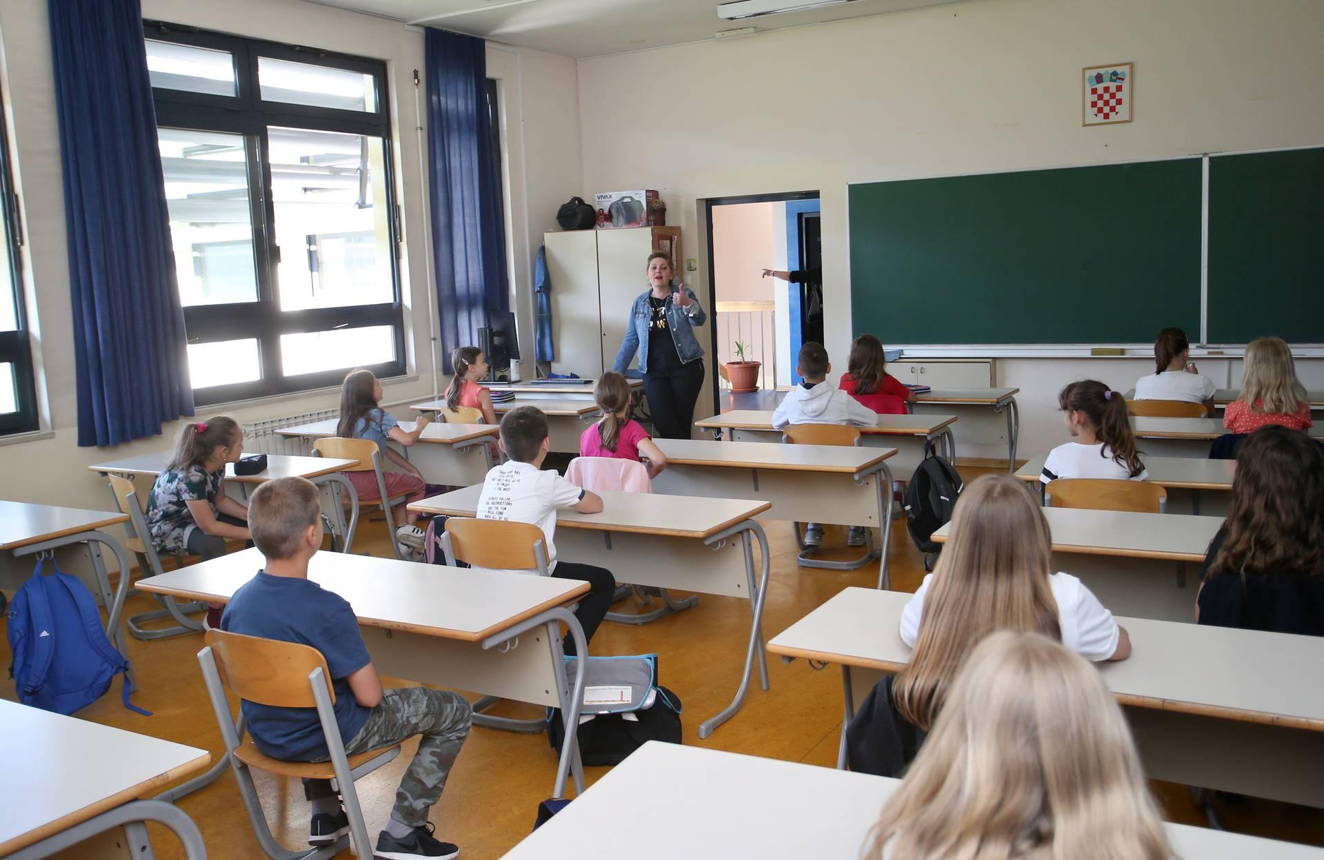 Solin: Učenici nižih razreda s veseljem se vratili u školu