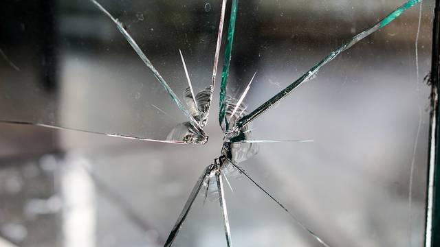 U novogodišnjoj noći pucao iz oružja i propucao prozor sobe