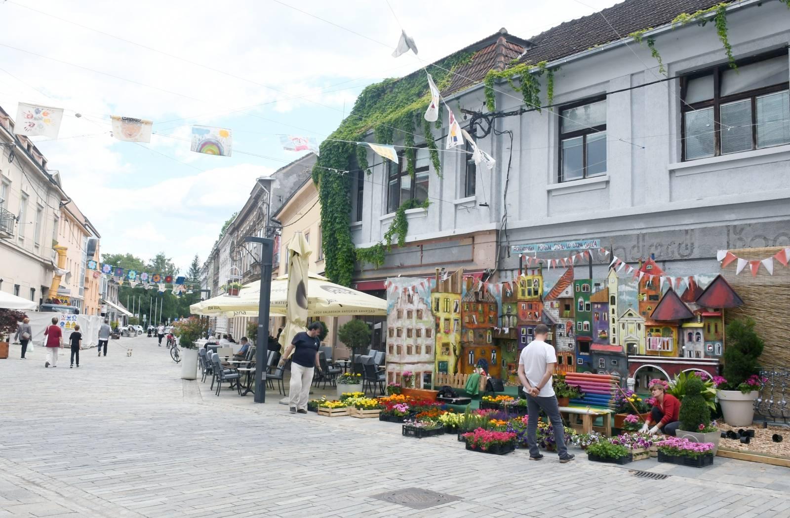 Sisak: Ukrašavanje gradskih ulica povodom Dana grada