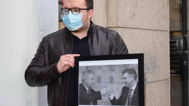 Mladi SDP-ovci na Trg žrtava fašizma donijeli sliku Sanadera i Plenkovića, ali i Kazneni zakon