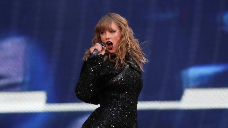 Swift je zbog korone otkazala sve koncerte do kraja godine...