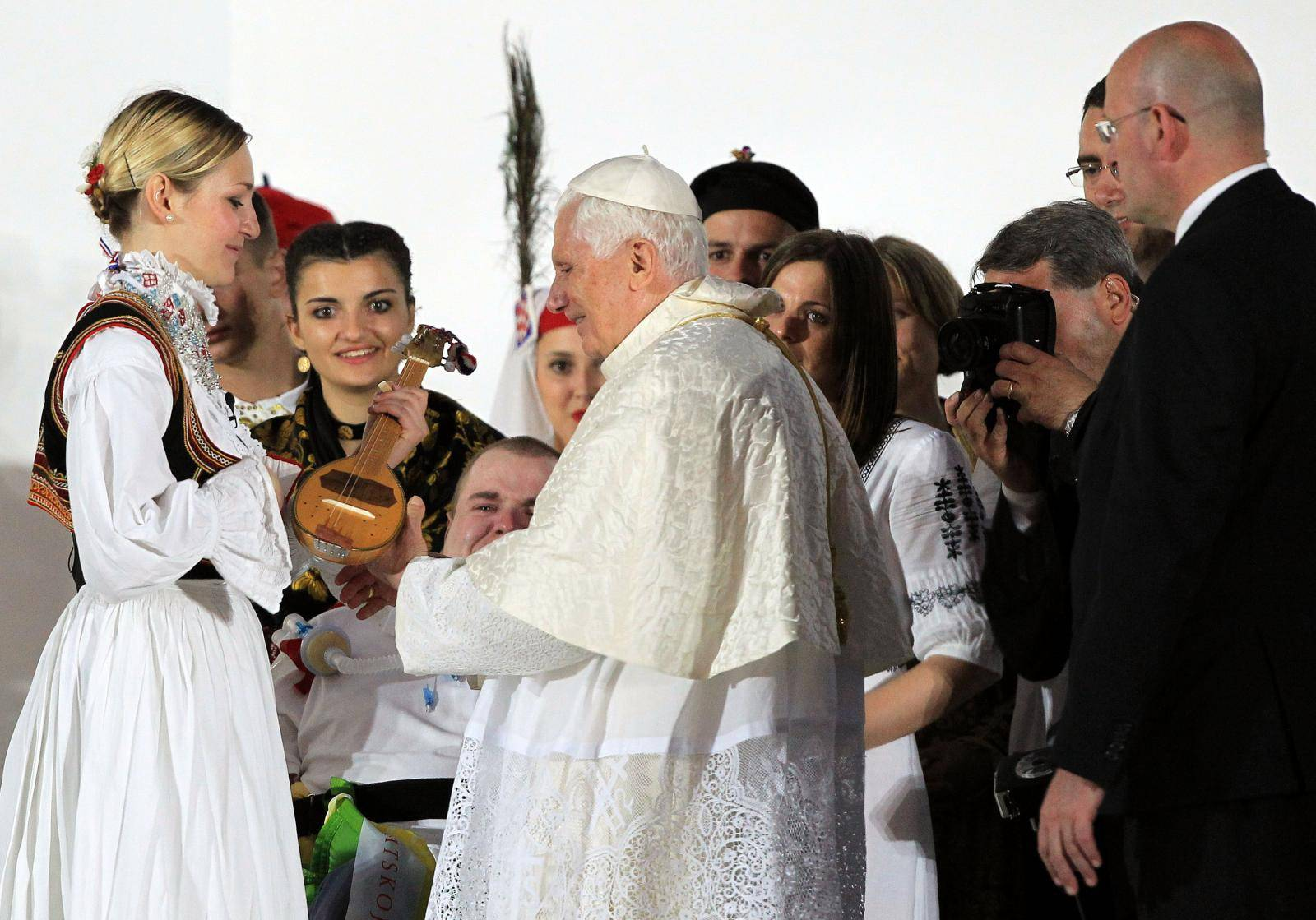 Papa Benedikt u Zagrebu prije 10 godina: Poklonio se Stepincu i poručio' Hrvati, slavite obitelj'