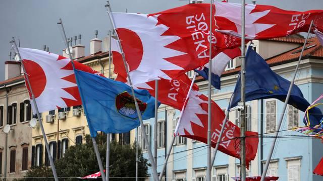 RIjeka: Zastave na jakom vjetru u središtu grada