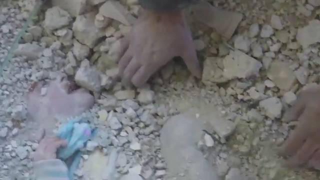 Čudo! Nakon bombardiranja iz ruševina izvukli živu djevojčicu