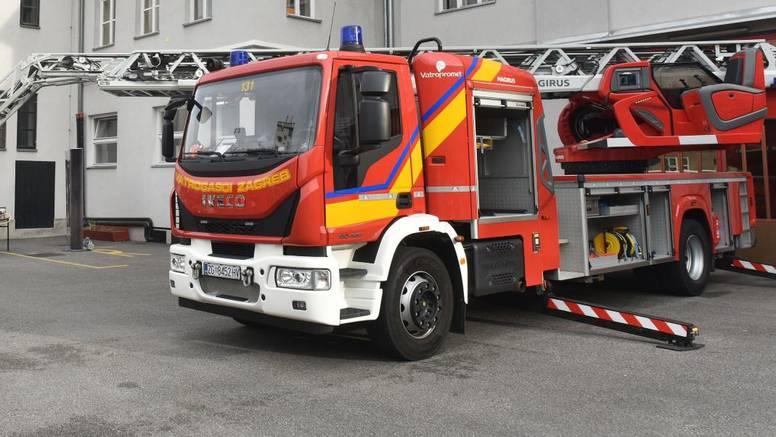 U Gornjoj Dubravi eksplodirala garaža: Vatrogasci ugasili požar koji je zahvatio i dio kuće