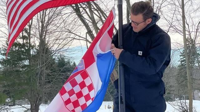 Naš Stipe! Miočić je ponosno razvio zastave Hrvatske i SAD-a