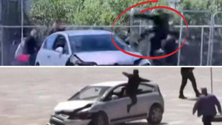 VIDEO Prolaznik superheroj! Uletio kroz prozor nadrogiranog vozača i spasio sve na trgu