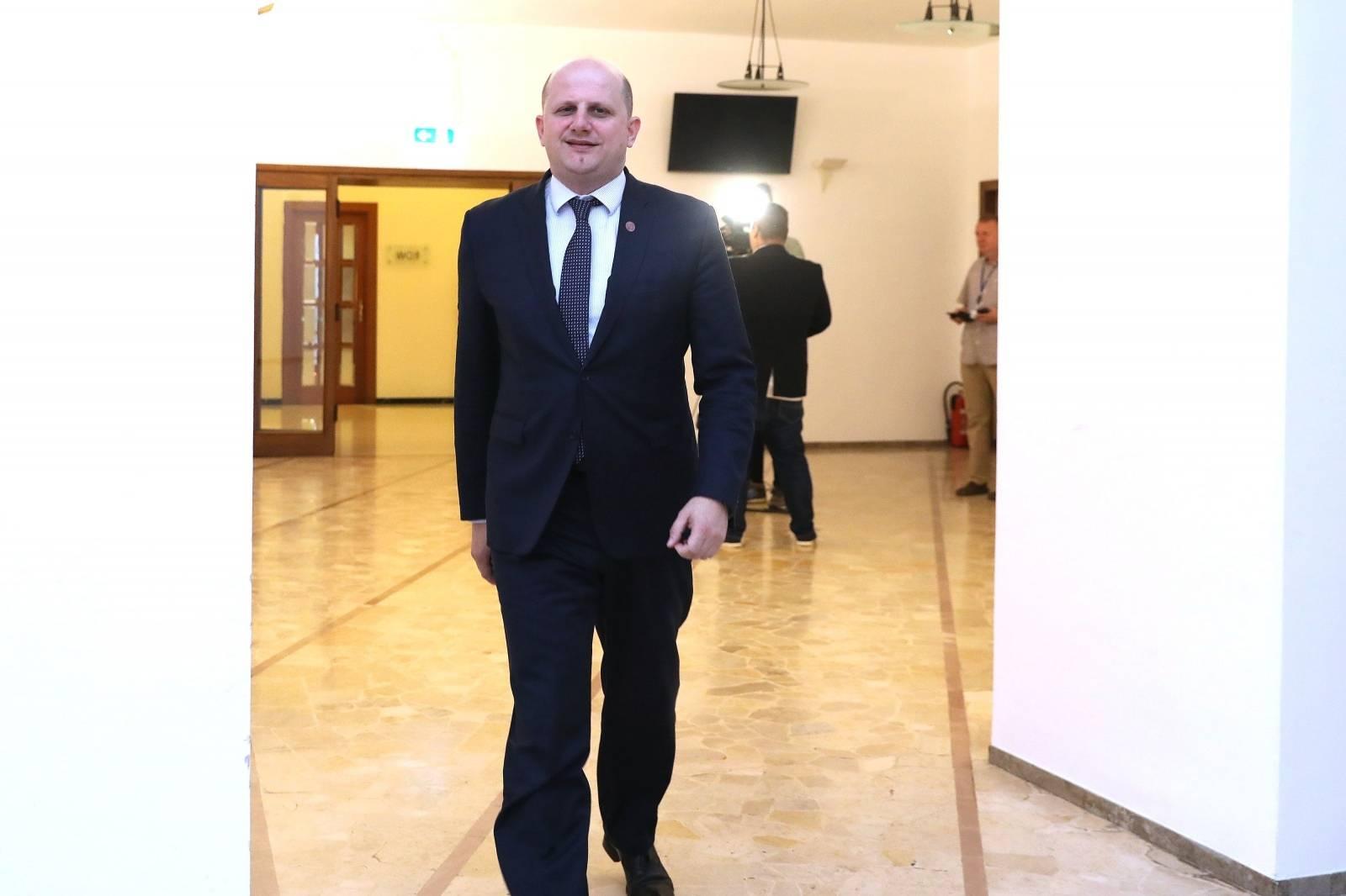 Zagreb: Zastupnici dolaze na sjednicu Kluba zastupnika vladajuće koalicije