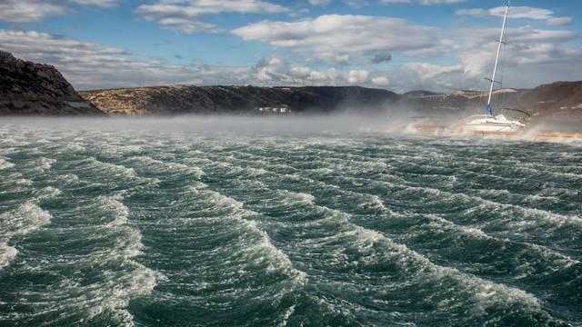 Olujna bura u bakarskom zaljevu