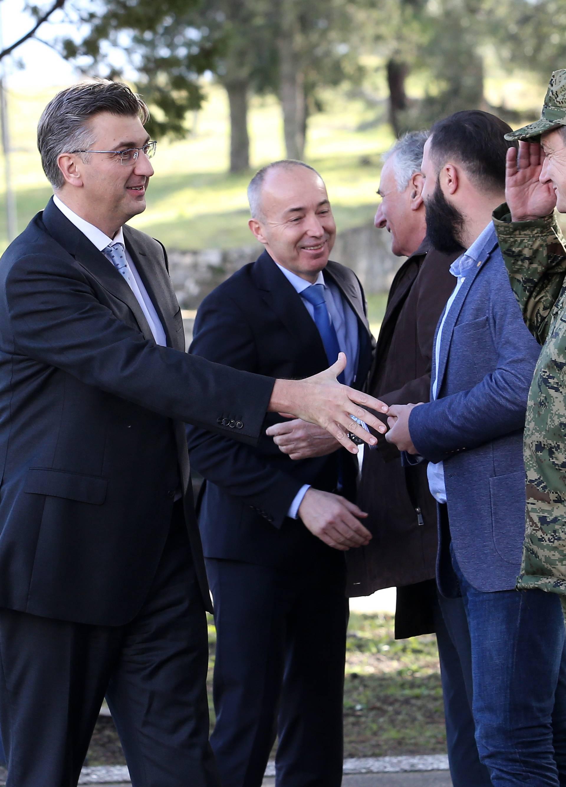 Ploče: Plenković, Krstičević i Šundov obišli vojarnu 116. brigade Hrvatske vojske