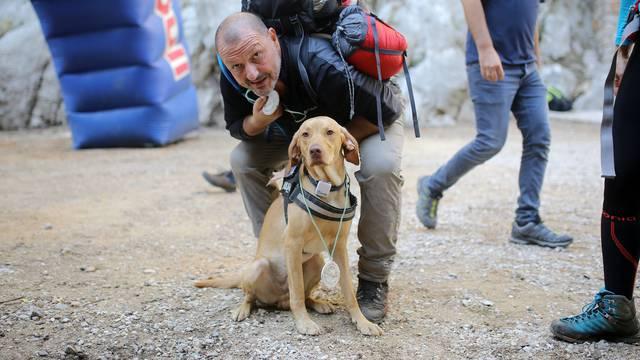 Maratonac: S planinarima je Šon prehodao cijeli Velebit...