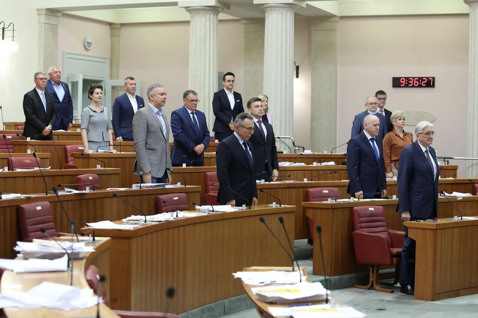 Zagreb: Zastupnici minutom šutnje odali počast žrtvama Bleiburga