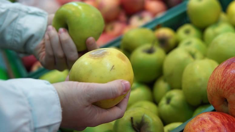 Hrvatska: Prodavali jabuke iz uvoza pod domaće, u njima su našli tvari zabranjene od 2014.!