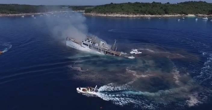 Fascinantno potapanje broda iz zraka, s palube i pod vodom