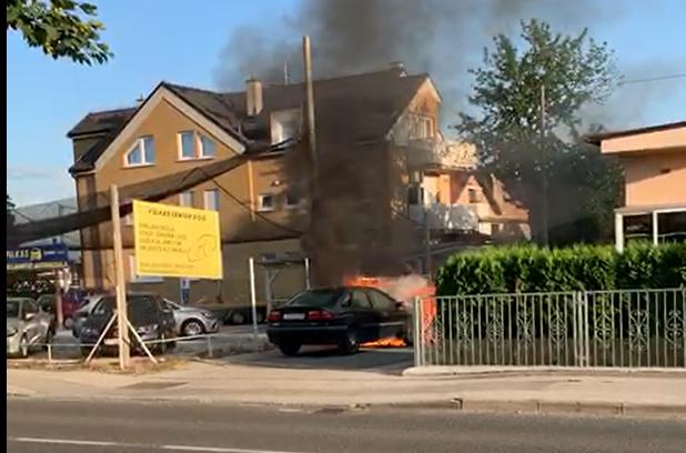 Zapalio se parkirani automobil u Zagrebu: 'Iznijeli su čovjeka iz auta'