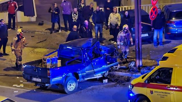 Užas u Splitu: Autom se zabio u zid i potpuno ga smrskao