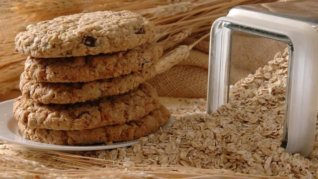 Odlična grickalica: Zdravi keksi od zobenih pahuljica i malina