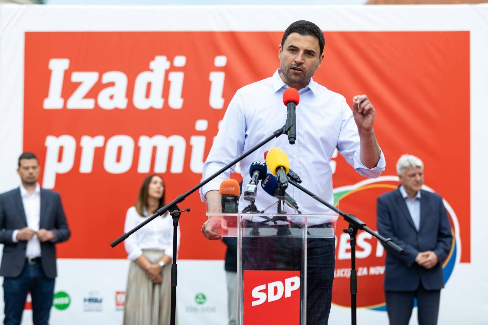 Lider RESTART koalicije, Davor Bernardić, i suradnici posjetili su grad Samobor