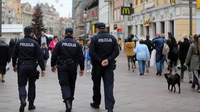 Rijeka: Prosvjed građana protiv novodonesenih mjera za suzbijanje korone