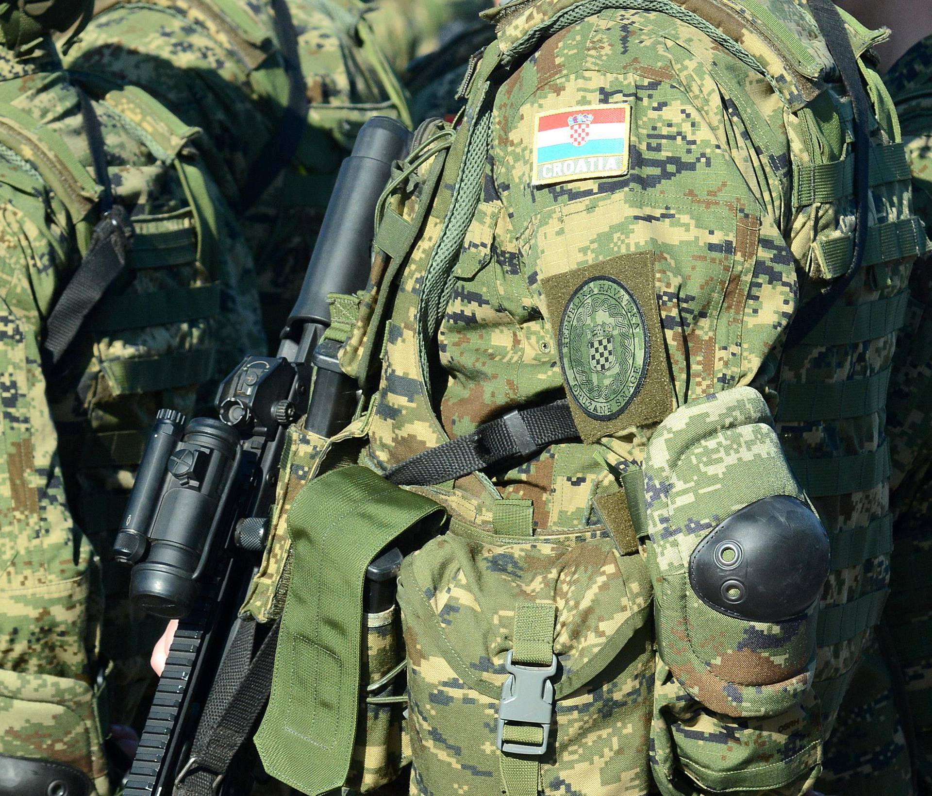 Hrvatski vojnik u Iraku čistio oružje i propucao se.  Prebacili su ga u američku bolnicu
