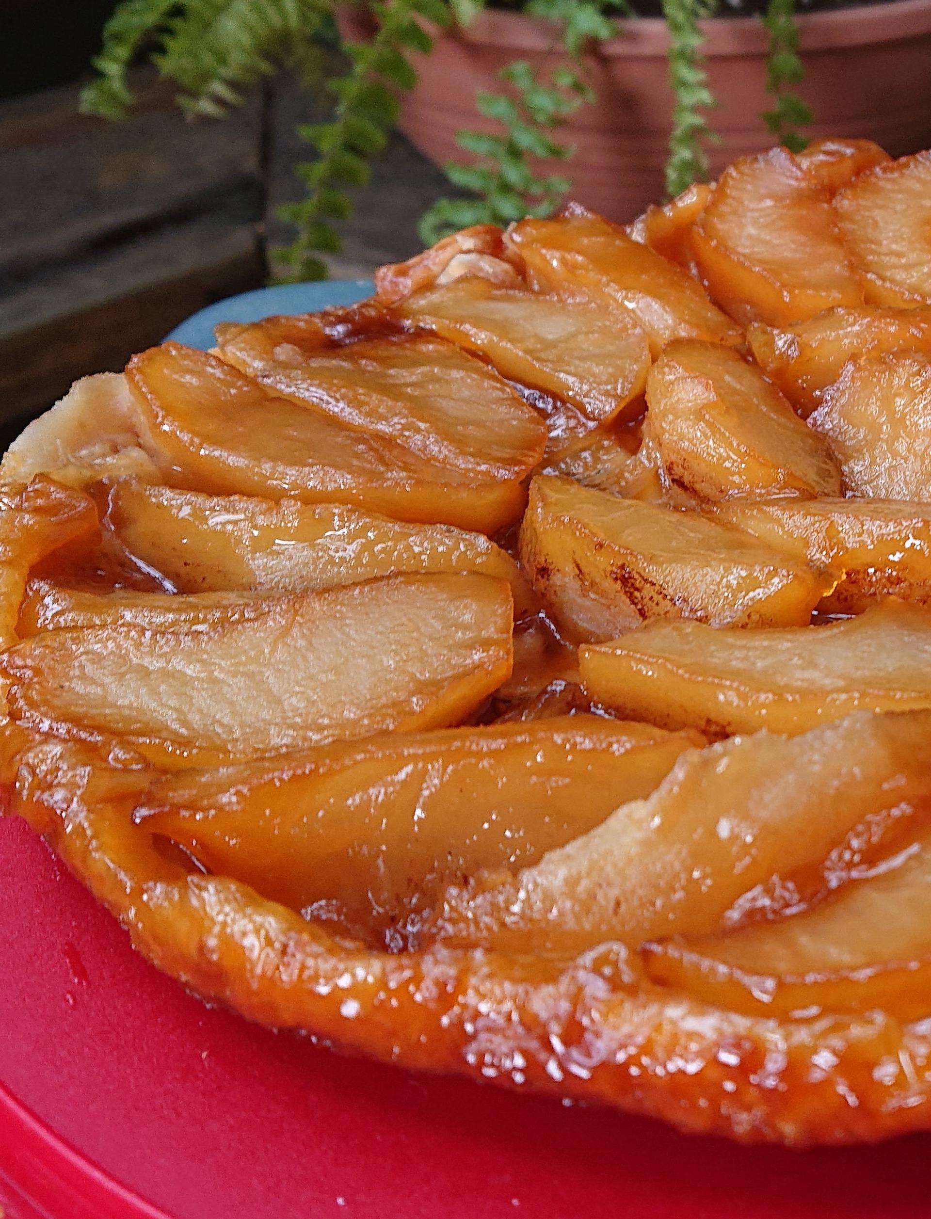 Kolač od jabuka i karamele je toliko ukusan da ćete željeti još