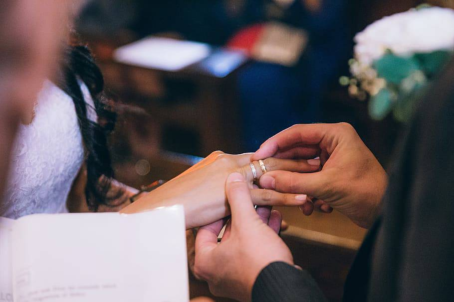 Suprug odlučio pokloniti ženi svoju spermu u obliku prstena
