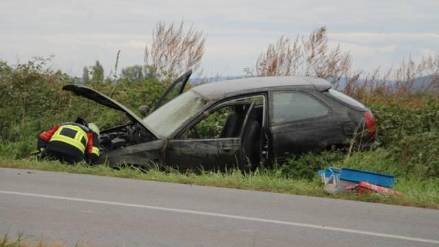 Nesreća kod Požege: Auto je sletio u kanal, žena ozlijeđena