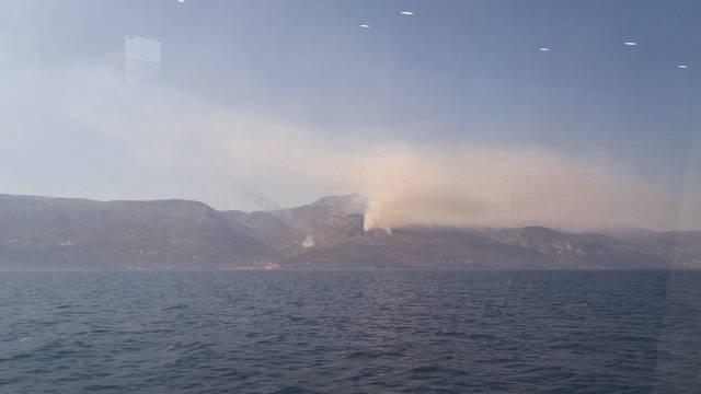Kanaderi u akciji: Izbio požar na Učki nedaleko od Opatije