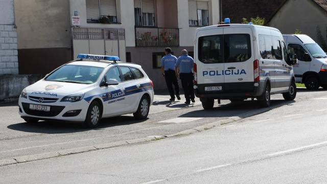 Policija lovi bjegunca: Iskočio im iz auta i otrčao prema brdu