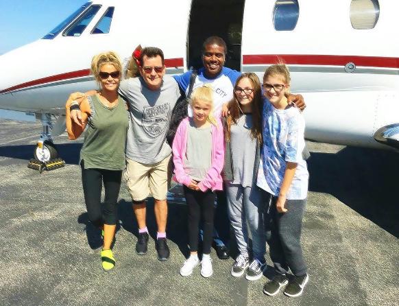 Sheen je proslavio rođendan u društvu bivše supruge i djece