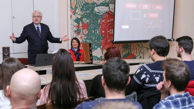 Josipović studentima: 'Glazba je često instrument političara'