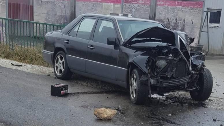 Nije stao na prijelazu: U naletu vlaka lakše ozlijeđen vozač auta