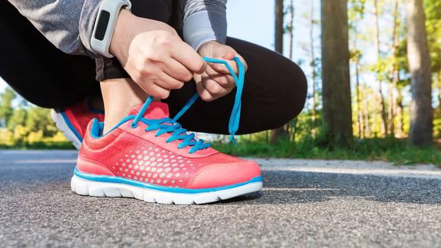 Najbolji način vezanja tenisica - prema problemu sa stopalom