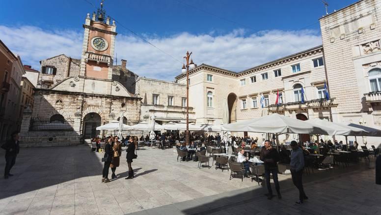 Stroge mjere zbog rasta brojeva u Zadarskoj županiji: Kafići rade do 20 sati, maske na otvorenom