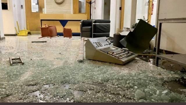Skupina antivaksera napala zgradu televizije na Cipru